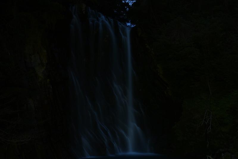 夜の丸尾滝