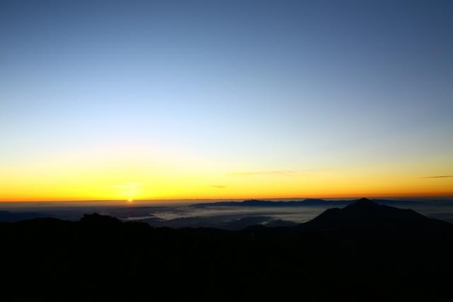 今朝の韓国岳からの景色