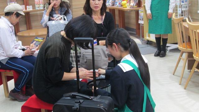 国分中央高校生 贈呈式・霧島茶のおもてなし