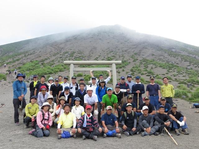 「山の日」施行に向けて高千穂峰登山道整備を行いました!