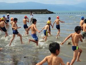 錦江湾クリーンアップ大作戦と国分キャンプ海水浴場の海開きが行われました☆