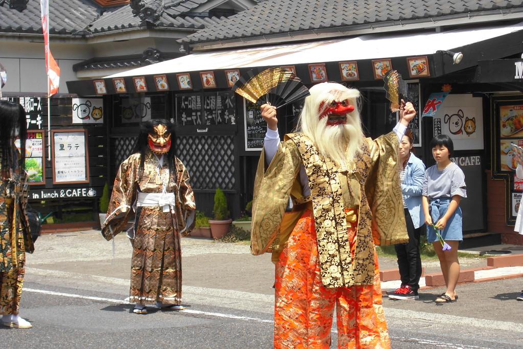 霧島神宮の社号標奉曳式