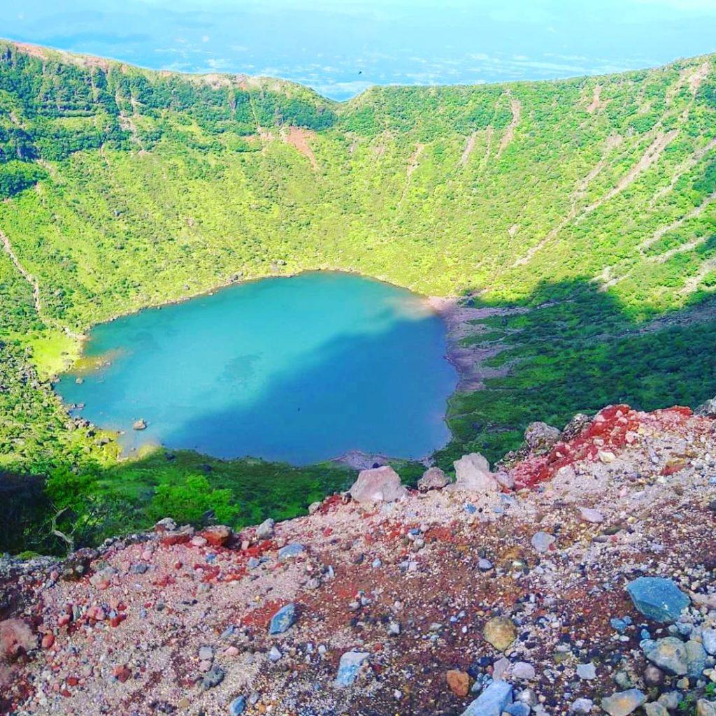韓国岳の火口に『幻の湖』が出現👀✨