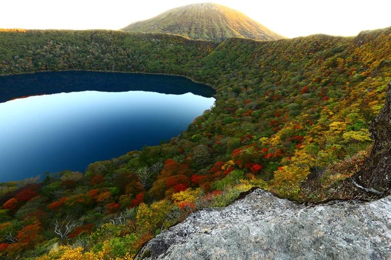 秋も深まる大浪池