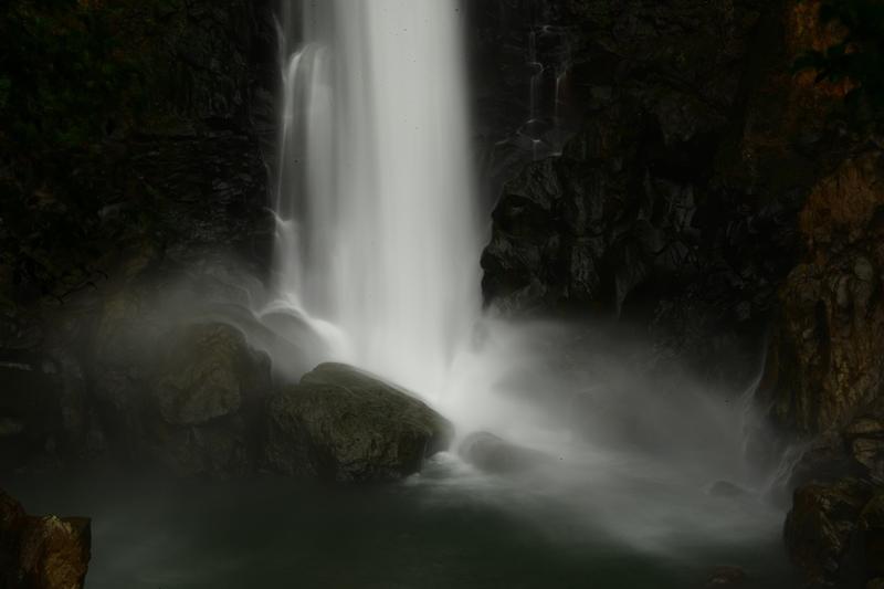 霧島雨あがりの滝