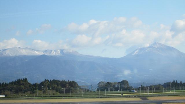 鹿児島空港からの霧島連山です?