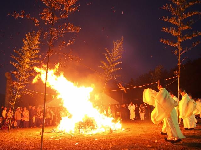 天孫降臨御神火祭にでかけてみませんか