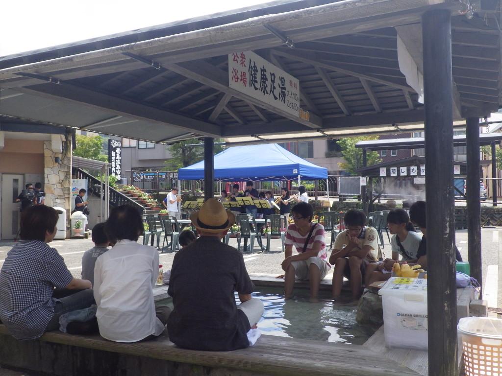 霧島温泉市場で足湯コンサート♫