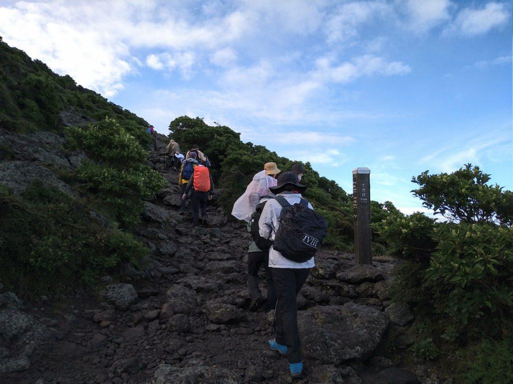 早朝登山(韓国岳)霧雨の中開催